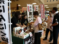 黒にんにく祭(八戸市・八食センター)